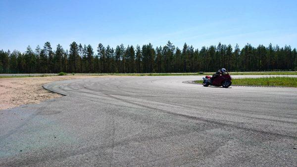 Pesämäen moottoriurheilukeskuksen rata oli kovassa käytössä päivän aikana.